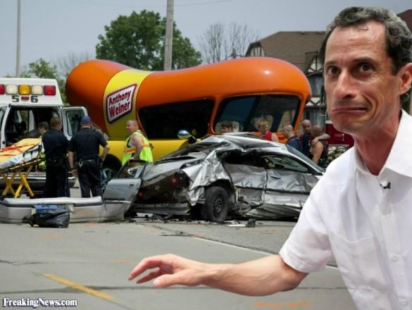 Anthony-Weiner-in-a-Car-Crash--111353
