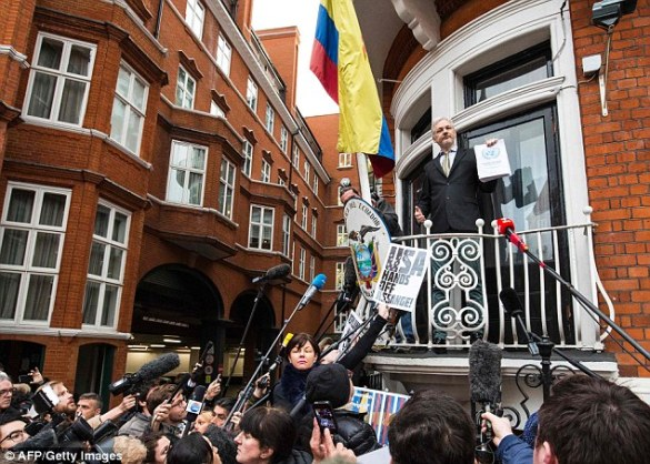 3904e8d900000578-3819237-wikileaks_founder_julian_assange_pictured_here_in_february_on_th-m-1_1475491589895