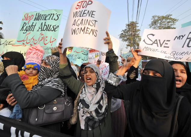 """Supporters of Tehrik-e-Minhaj ul Quran, an Islamic Organisation protest against """"honour killings"""" of women in Lahore on November 21, 2008. Human rights lawyer Zia Awan said that more than 62,000 cases of women abused in Pakistan since the year 2000 and 159 women died in honour killings in the year to September 30. AFP PHOTO/Arif ALI (Photo credit should read Arif Ali/AFP/Getty Images)"""